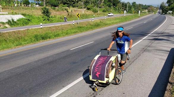 Người Việt đầu tiên chạy 4.500km từ Hà Nội đến Singapore - Ảnh 7.