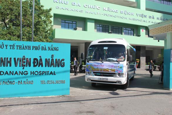 Chuyến xe nghĩa tình đưa bệnh nhân miền Trung về quê - Ảnh 5.