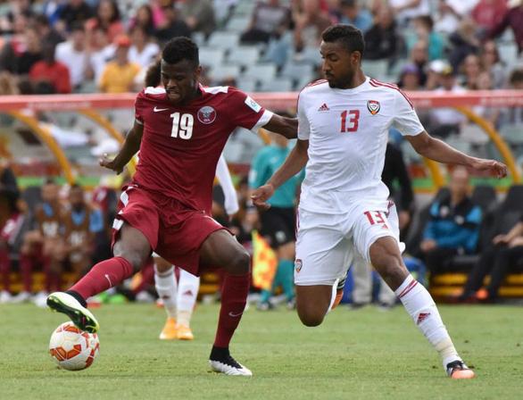 UAE 'tố' 2 cầu thủ Qatar không đủ điều kiện thi đấu - Ảnh 1.