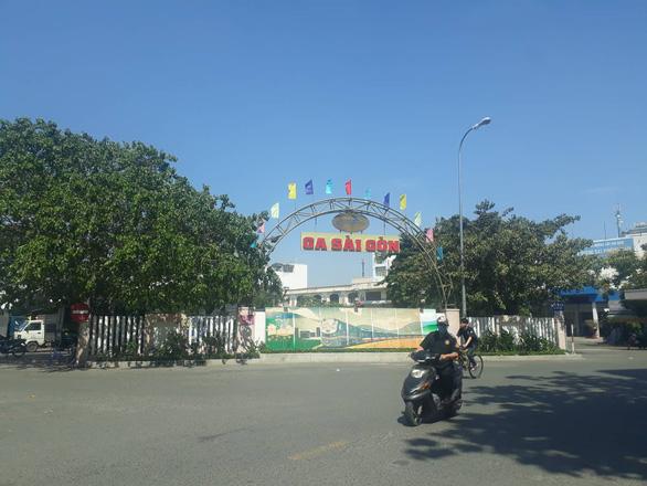 Nhiều xe máy khách đi tàu gửi về quê biến mất ở ga Sài Gòn - Ảnh 1.