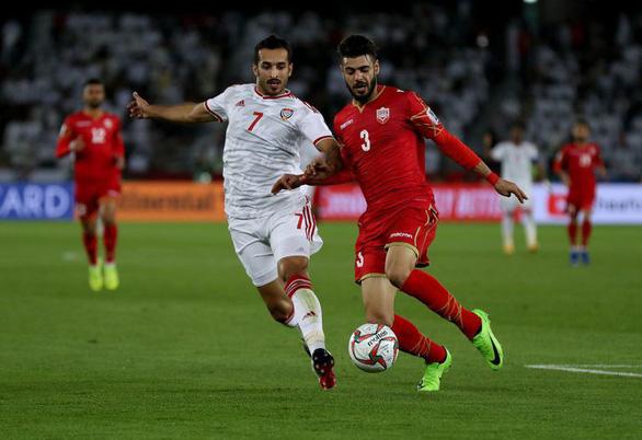 Nhờ trọng tài, chủ nhà UAE thoát thua Bahrain ở trận mở màn Asian Cup - Ảnh 1.