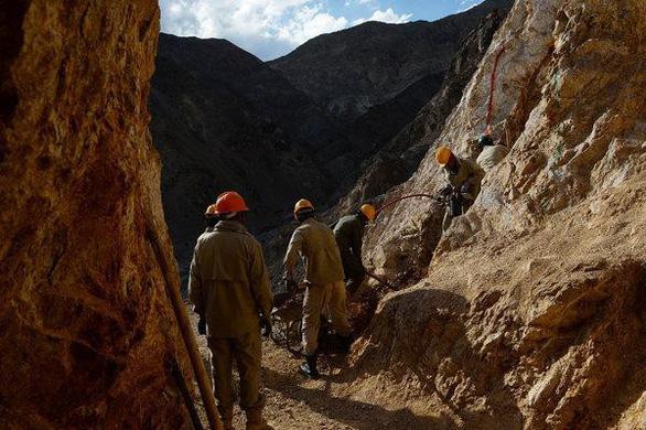 Đào hầm 60m giữa lòng sông tìm vàng, 30 công nhân Afghanistan chết thảm - Ảnh 1.