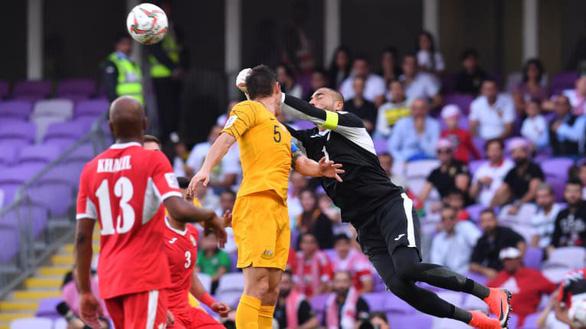 Đương kim vô địch Úc thua sốc Jordan ở trận ra quân Asian Cup 2019 - Ảnh 1.