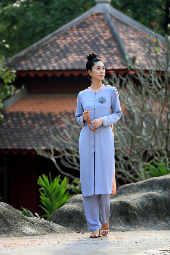 Trang phục lên chùa đẹp nền nã mà vẫn thời trang - Ảnh 6.