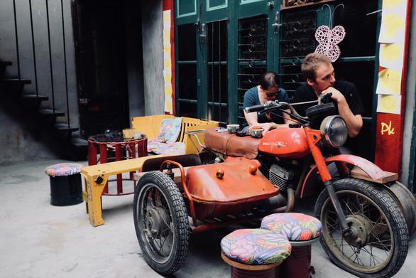 Quán cà phê toàn đồ tái chế giữa phố cổ Hà Nội - Ảnh 7.