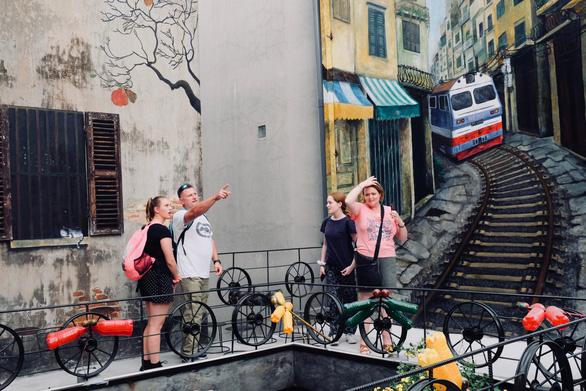 Quán cà phê toàn đồ tái chế giữa phố cổ Hà Nội - Ảnh 3.