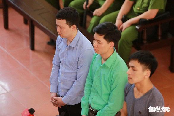Bác sĩ Hoàng Công Lương xin vắng mặt trong phiên xử ngày 8-1 - Ảnh 1.