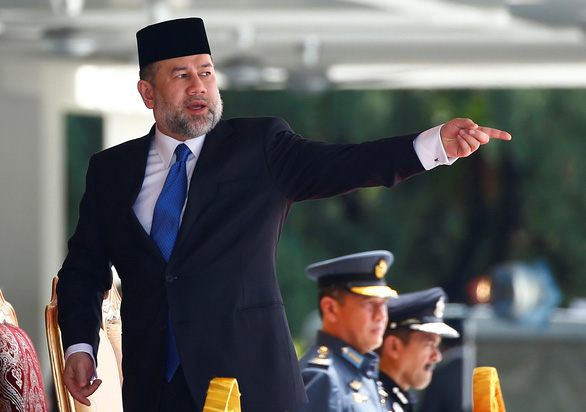 Quốc vương Malaysia thoái vị vì cưới người đẹp hay vì xung đột thủ tướng? - Ảnh 1.