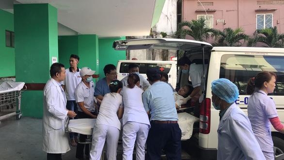 Xe chở 20 sinh viên thực tập lao xuống vực đèo Hải Vân, 1 người chết - Ảnh 8.
