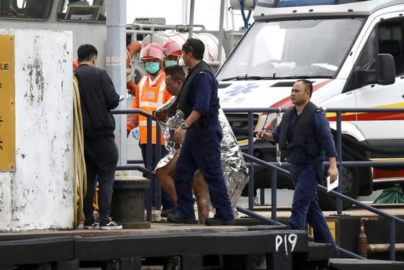 Tàu dầu Việt cháy ở Hong Kong: Chữa cháy vô cùng nguy hiểm - Ảnh 5.