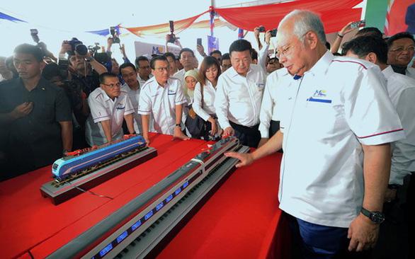 Báo Mỹ tố Bắc Kinh từng bày kế cứu chính quyền Najib Razak - Ảnh 1.