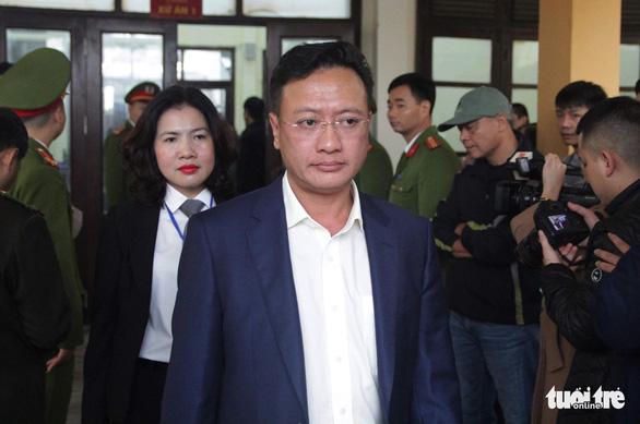 Nguyên giám đốc xuất hiện, BS Lương vắng mặt, hoãn phiên tòa chạy thận 9 người chết - Ảnh 5.