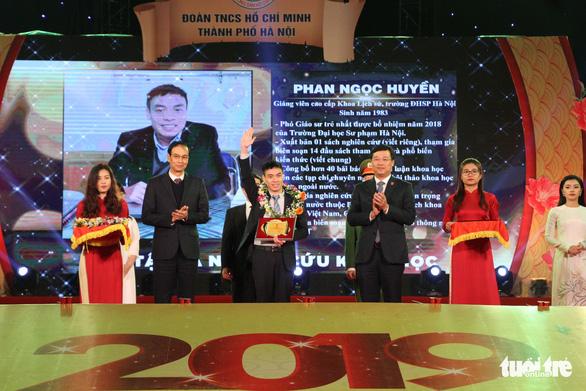 Cầu thủ Quang Hải và phó giáo sư trẻ nhất là Gương mặt trẻ thủ đô 2018 - Ảnh 2.