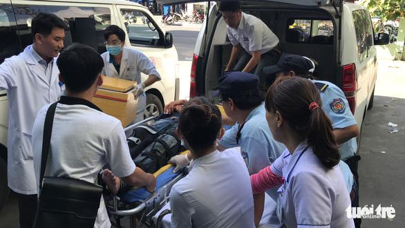 Bảo quản, chuyển đến bệnh viện cánh tay của SV gặp nạn ở đèo Hải Vân - Ảnh 1.