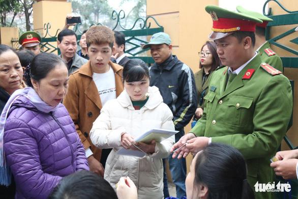 Nguyên giám đốc xuất hiện, BS Lương vắng mặt, hoãn phiên tòa chạy thận 9 người chết - Ảnh 8.