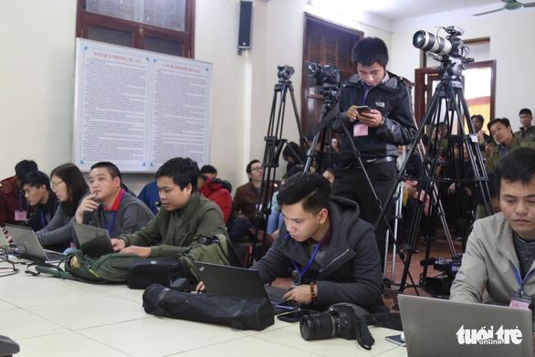 Nguyên giám đốc xuất hiện, BS Lương vắng mặt, hoãn phiên tòa chạy thận 9 người chết - Ảnh 10.