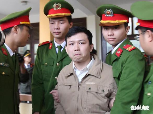 Nguyên giám đốc xuất hiện, BS Lương vắng mặt, hoãn phiên tòa chạy thận 9 người chết - Ảnh 4.