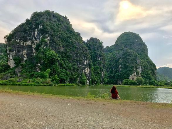 Về núi rừng hùng vĩ ở cố đô Ninh Bình - Ảnh 2.