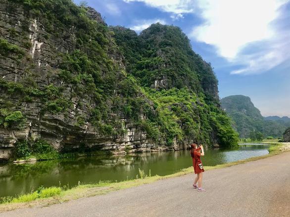 Về núi rừng hùng vĩ ở cố đô Ninh Bình - Ảnh 3.