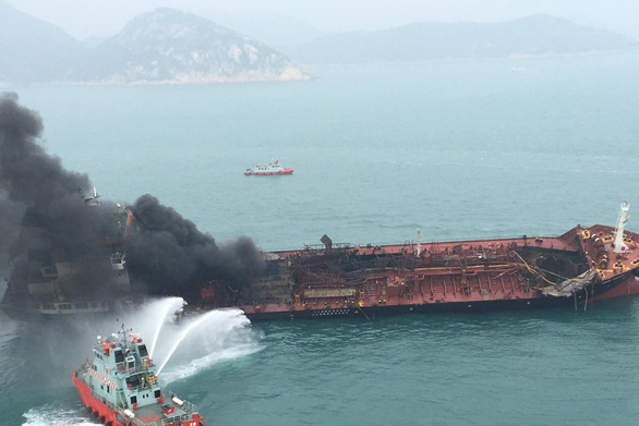 Tàu dầu Việt cháy ở Hong Kong: Chữa cháy vô cùng nguy hiểm - Ảnh 2.
