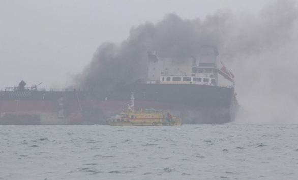 Tàu dầu treo cờ Việt Nam cháy nổ dữ dội ngoài khơi Hong Kong - Ảnh 6.