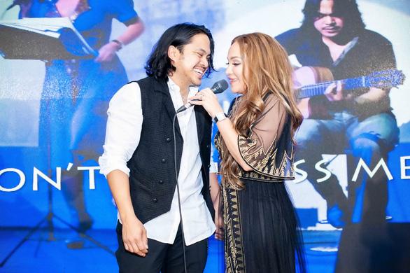 Ra mắt album đầu tiên ở Việt Nam, ca sĩ Thanh Hà cầu hôn bạn trai - Ảnh 4.
