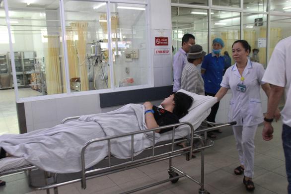 Nối thành công cánh tay nữ sinh viên trong vụ tai nạn đèo Hải Vân - Ảnh 2.