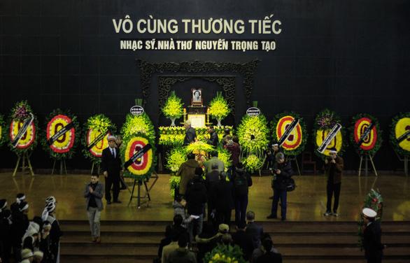 Lễ viếng nhà thơ Nguyễn Trọng Tạo: Mừng bác lên tiên! - Ảnh 5.