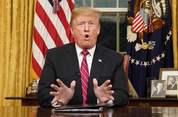 Ông Trump: Nước Mỹ đã hết chỗ chứa dân nhập cư lậu - Ảnh 1.
