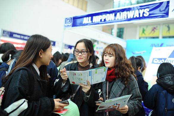 Gần 1.000 việc làm cho sinh viên tại Hà Nội - Ảnh 1.