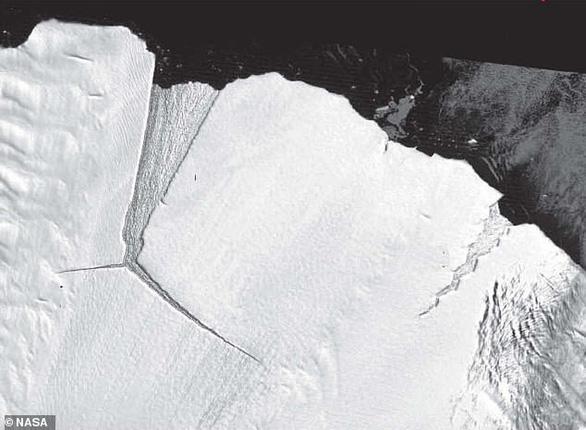 Băng to gấp đôi Singapore tách khỏi Nam Cực - Ảnh 2.