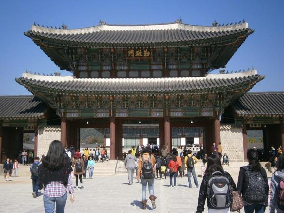 Hàn Quốc miễn lệ phí xin visa ngắn hạn cho công dân Việt Nam - Ảnh 1.
