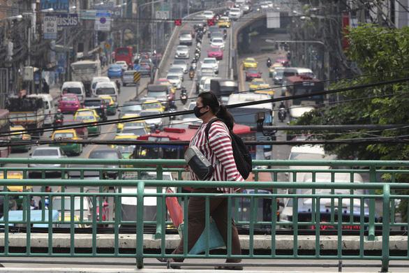 Thái Lan quá bụi, Thủ tướng phải nhắc dân đeo khẩu trang khi ra đường - Ảnh 1.