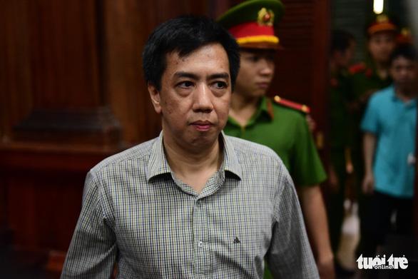 Buôn thuốc ung thư giả, cựu tổng giám đốc VN Pharma lãnh 17 năm tù - Ảnh 3.