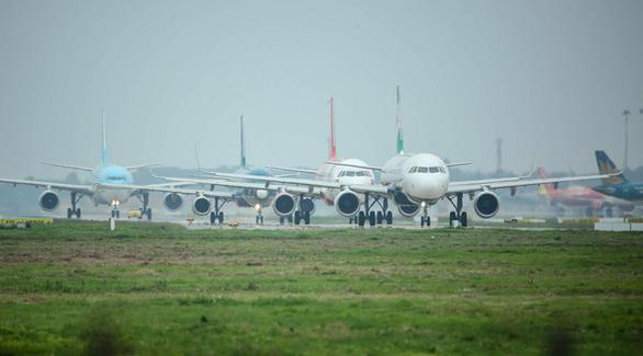 4 hãng hàng không hỗ trợ nhân lực giám sát bay cho Cục Hàng không - Ảnh 1.
