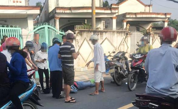 Đeo dây chuyền bị giật ngã xuống đường, nhập viện cấp cứu - Ảnh 1.