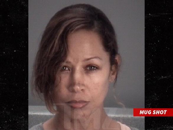Gọi 911 cầu cứu bị chồng đánh, nữ diễn viên bị bắt vì nghi bạo hành chồng - Ảnh 2.
