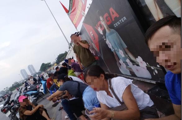 Trước giờ bóng lăn, vé chợ đen trận Việt Nam - Malaysia không hề hạ nhiệt - Ảnh 2.