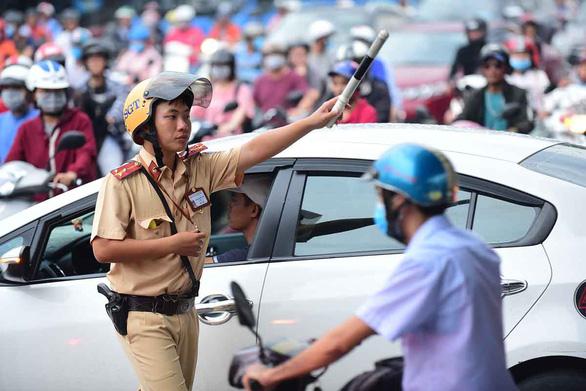 Dân được ghi hình cảnh sát giao thông: Ghi sao cho đúng luật? - Ảnh 2.