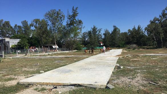 Đất hoang cạnh nghĩa địa được vẽ thành dự án gần biển, gần sông - Ảnh 1.