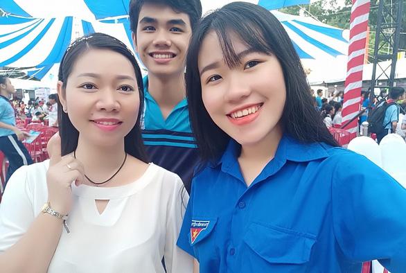 Giới trẻ Việt đăng ảnh selfie sau... 30 lần bấm máy - Ảnh 1.