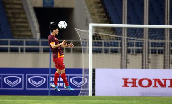 Ông Park bất ngờ đưa Công Phượng thay Anh Đức đá chính với Malaysia - Ảnh 1.