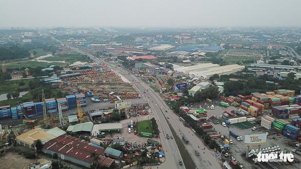 Mở rộng xa lộ Hà Nội dự kiến 3 năm, giờ 10 năm chưa xong, ai chịu trách nhiệm? - Ảnh 1.