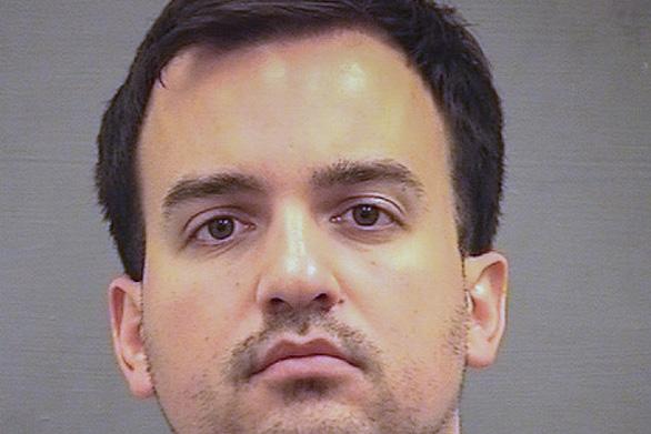 Lụy tình, chuyên gia chống khủng bố Mỹ bị bắt vì rò rỉ thông tin mật - Ảnh 1.