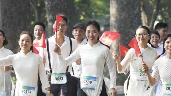 Chàng trai đẩy theo mẹ ngồi xe lăn chạy Marathon trong Revive Marathon Xuyên Việt - Ảnh 4.