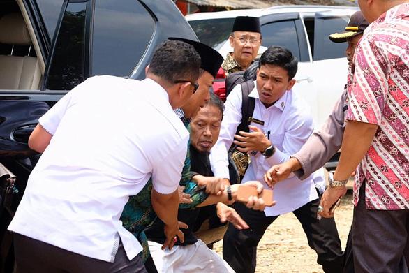Kẻ đâm bộ trưởng Indonesia trung thành với khủng bố IS - Ảnh 1.