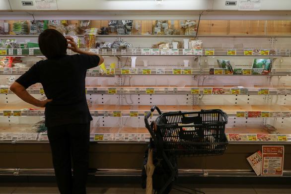 Người Việt ở Nhật bất ngờ vì siêu thị sạch trơn hàng hóa - Ảnh 1.