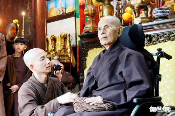 Hàng trăm phật tử về Huế mừng thọ thiền sư Thích Nhất Hạnh - Ảnh 2.
