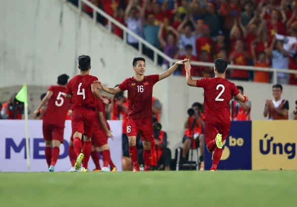 FOX Sports khen Quang Hải, nhận định Việt Nam vượt trội Malaysia - Ảnh 3.