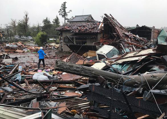 Siêu bão Hagibis xé toạc nhà cửa ở Nhật, đường sá chìm trong biển nước - Ảnh 2.